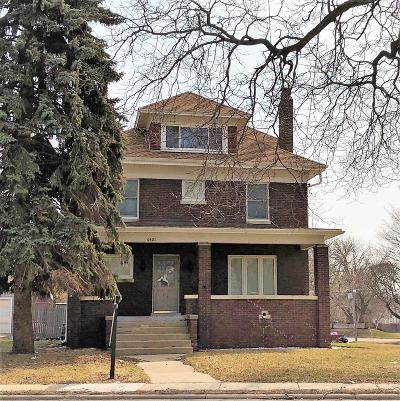Kenosha Single Family Home Active Contingent With Offer: 6421 Sheridan Rd