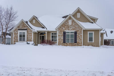 Waukesha Single Family Home Active Contingent With Offer: N23w23838 Talon Ct