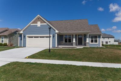 East Troy Single Family Home For Sale: 2772 Oakmont Dr