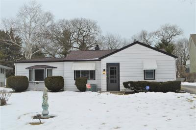 Pleasant Prairie WI Single Family Home Active Contingent With Offer: $135,000