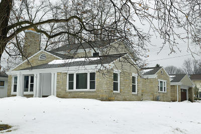 Milwaukee County Single Family Home Active Contingent With Offer: 2706 N Menomonee River Pkwy