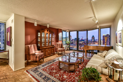 Milwaukee County Condo/Townhouse For Sale: 929 N Astor St #1701-170