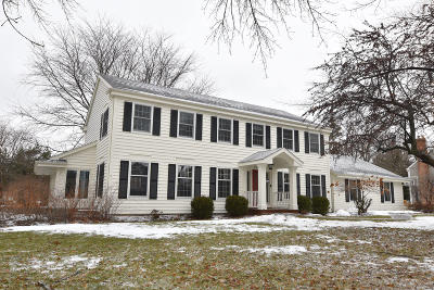 Ozaukee County Single Family Home Active Contingent With Offer: 10311 N Chicory Ln