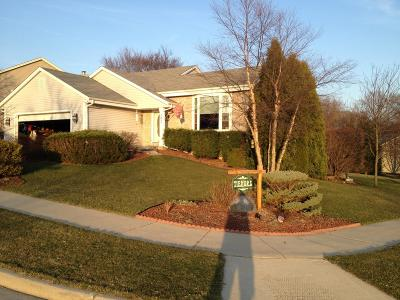 Waukesha Single Family Home Active Contingent With Offer: 1031 Fieldridge Ct