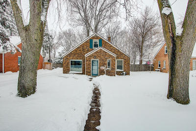 Milwaukee Single Family Home Active Contingent With Offer: 608 E Bolivar Ave