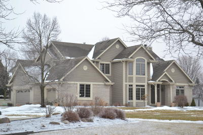Waukesha County Single Family Home For Sale: N25w26342 Wilderness Way
