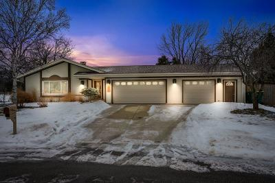 Ozaukee County Single Family Home Active Contingent With Offer: 1372 Elm Ct