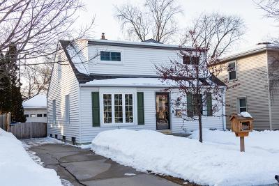 Milwaukee County Single Family Home Active Contingent With Offer: 4711 N Elkhart Ave