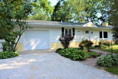 Williams Bay Single Family Home For Sale: 691 Jackson Pkwy