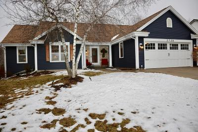 Waukesha Single Family Home Active Contingent With Offer: 2726 Fieldridge Dr