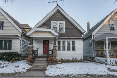 Milwaukee Single Family Home Active Contingent With Offer: 2968 S Clement Ave