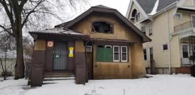Milwaukee Single Family Home For Sale: 3817 W Roberts St