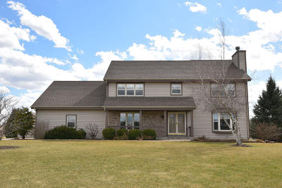 Hartland Single Family Home For Sale: N72w27649 Glacier Pass