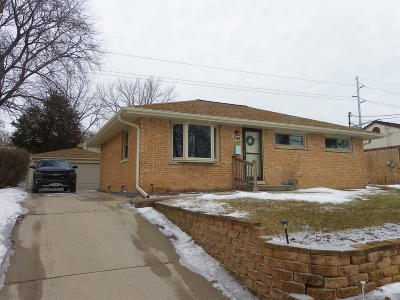 Waukesha Single Family Home Active Contingent With Offer: 1548 Cedar Ln