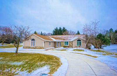 Waukesha County Single Family Home For Sale: N41w32909 Neptune Bight