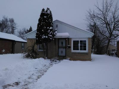 Milwaukee Single Family Home For Sale: 1902 W Congress St
