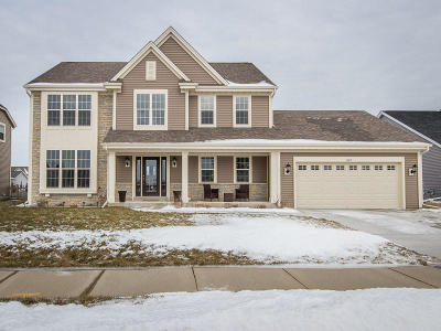 Oconomowoc Single Family Home For Sale: 1411 Prairie Creek Blvd