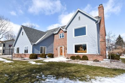 Ozaukee County Single Family Home Active Contingent With Offer: 3822 W Sherbrooke Dr