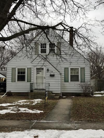 Kenosha Single Family Home For Sale: 7208 33rd Ave