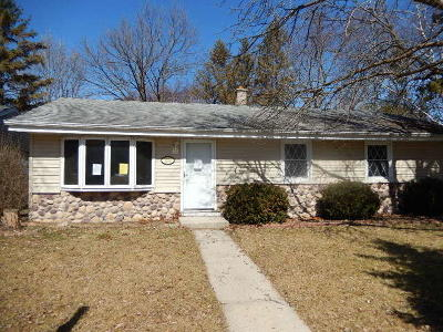 West Bend Single Family Home For Sale: 1530 N Roosevelt Dr