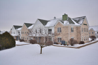 Waukesha Condo/Townhouse Active Contingent With Offer: 2720 Northview Rd #34