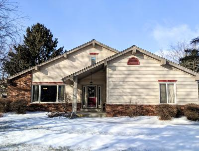 Waukesha Single Family Home Active Contingent With Offer: W223n2435 Glenwood Ln