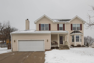 Waukesha Single Family Home Active Contingent With Offer: 2812 Sandra Ln