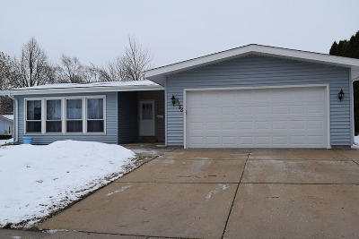 Greendale Single Family Home For Sale: 5388 Meadow Dr