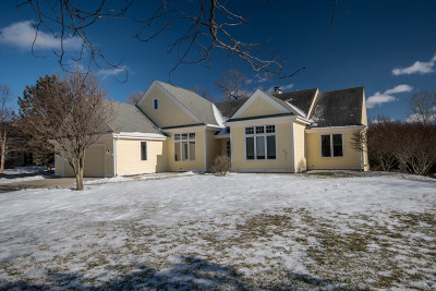Waukesha County Single Family Home Active Contingent With Offer: W261n2512 Deer Haven Dr