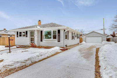 Kenosha Single Family Home Active Contingent With Offer: 2121 25th St