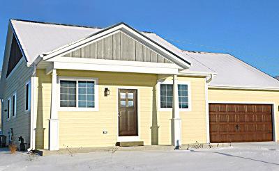 Ozaukee County Single Family Home For Sale: 1868 Farm View Dr