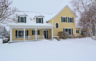 Ozaukee County Single Family Home Active Contingent With Offer: 113 W Maplewood Ct