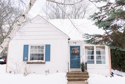 Milwaukee County Single Family Home For Sale: 6260 N Lydell Ave