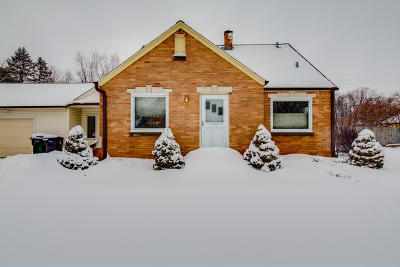 Waukesha County Single Family Home For Sale: 4141 S Moorland Rd