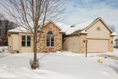 West Bend Single Family Home For Sale: 1303 W Heights Ct