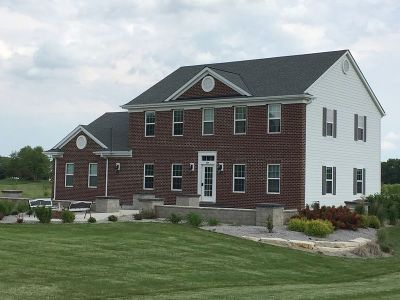 Waukesha County Single Family Home For Sale: 232 Crooked Stick Pass