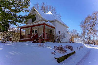 Waukesha Single Family Home Active Contingent With Offer: 1022 Oakland Ave
