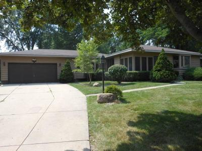 Single Family Home Active Contingent With Offer: 9018 390th Ave