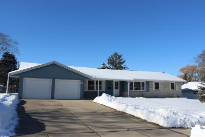 Menomonee Falls Single Family Home Active Contingent With Offer: W143n8305 Oxford St