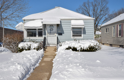 Milwaukee Single Family Home Active Contingent With Offer: 1818 E Fernwood Ave
