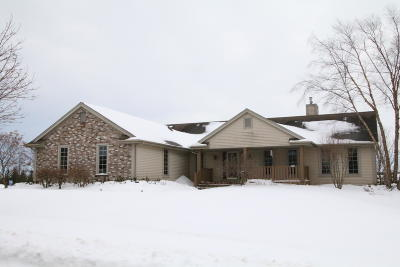 Milwaukee County Single Family Home For Sale: 4605 W Vanderheyden Dr