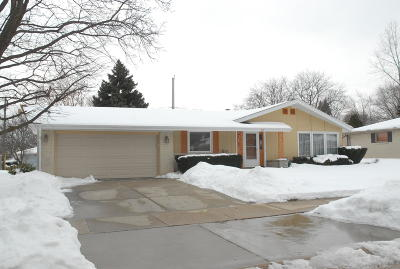 Milwaukee County Single Family Home For Sale: 331 E Kendale Dr