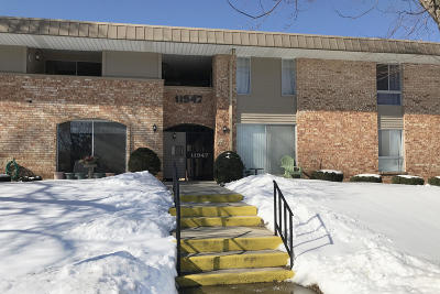 Milwaukee County Condo/Townhouse For Sale: 11947 W Appleton Ave #16
