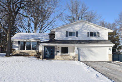 Menomonee Falls Single Family Home Active Contingent With Offer: N93w17242 Grand Ave