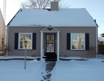 Kenosha Single Family Home Active Contingent With Offer: 7114 33rd Ave