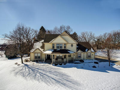 Pewaukee Single Family Home For Sale: W263n2807 Coachman Dr