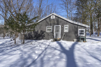 Town Richfield, Village Richfield, Hubertus, Colgate Single Family Home For Sale: W202n10172 Lannon Rd