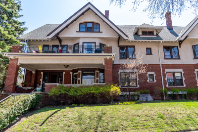 Milwaukee County Condo/Townhouse For Sale: 2715 E Park Pl