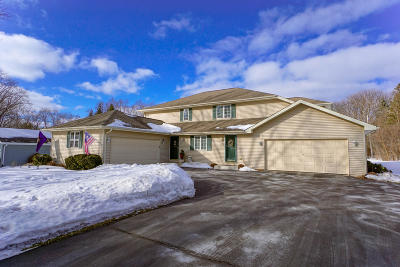 Delafield Condo/Townhouse Active Contingent With Offer: 1023 Sunset Dr
