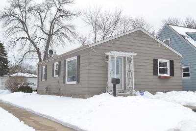 Milwaukee WI Single Family Home For Sale: $115,000